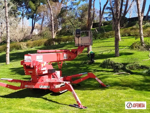 Alquiler de Plataformas de Orugas Compactas Jofemesa en El Retiro de Madrid